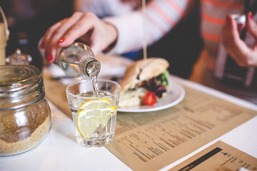 Cellulitis verminderen - drink voldoende water