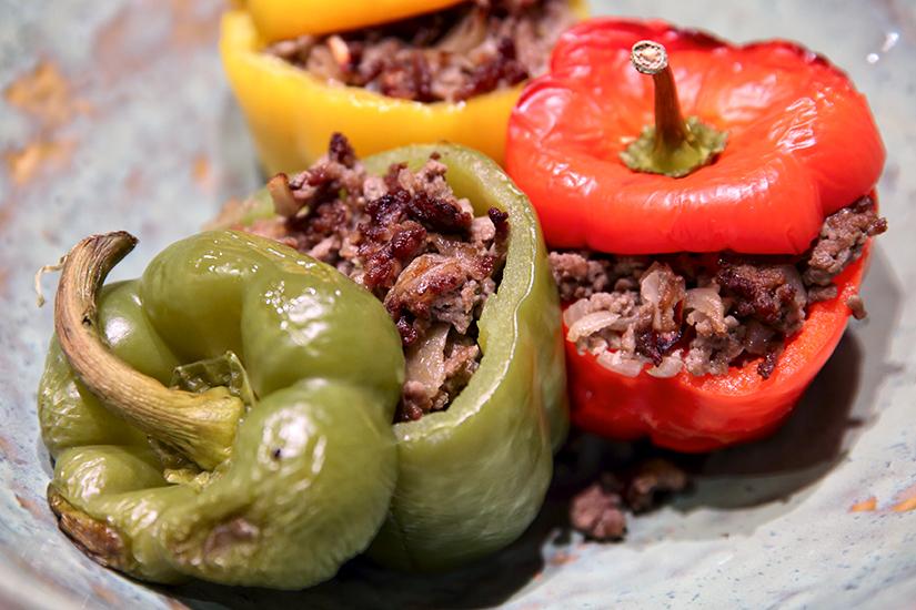 Gevulde paprika's met pittig gehakt