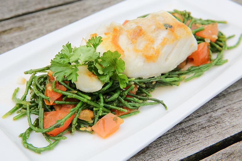 Kabeljauw met zeekraal en tomatenblokjes in olijfolie